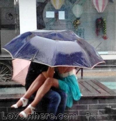 一把雨伞下的激情,雨中情