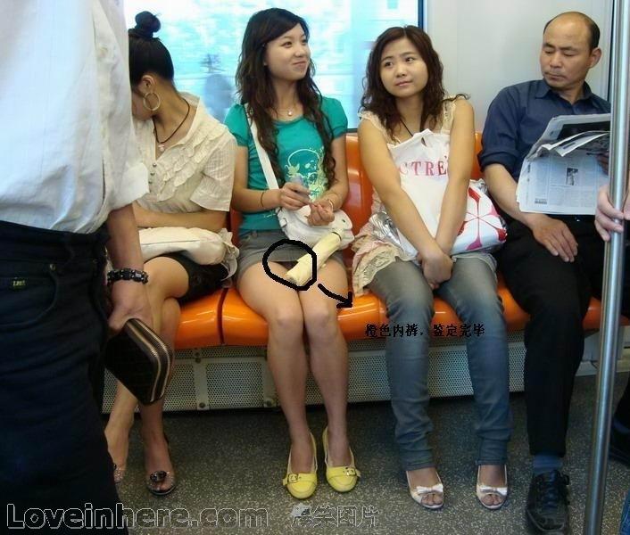 地铁上老头偷窥漂亮女孩